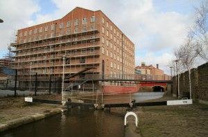 Brownsfield Mill, Ancoats. Rochdale Canal Lock 83. Copyright Chris Allen https://commons.wikimedia.org/wiki/File:Brownsfield_Mill,_Ancoats_-_geograph.org.uk_-_715343.jpg?uselang=en-gb.