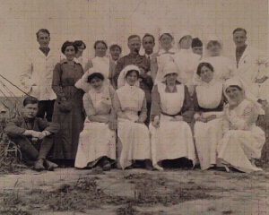 Duchess of Sutherland and Nurses (Courtesy of Tony Allen www.worldwar1postcards.com)